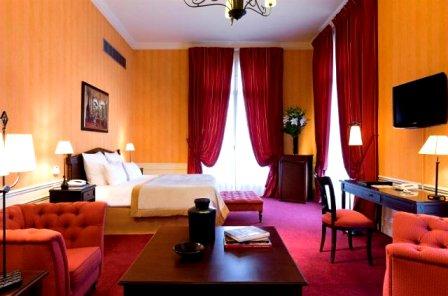 """Отель """"Du Louvre"""" в Париже"""