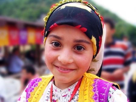 девочка в турецком национальном костюме