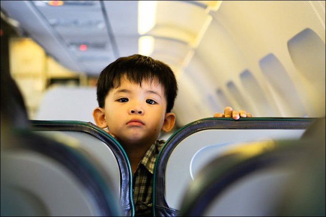 ребенок в самолете